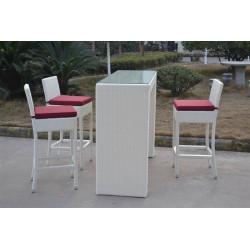 Conjunto de muebles de ratán sintético color blanco formado por una mesa alta y tres taburetes
