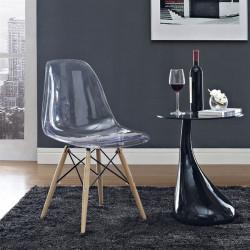 Silla TOWER-W fabricada en policarbonato transparente y patas de madera