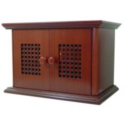 Radio de estilo antiguo con puertas de madera